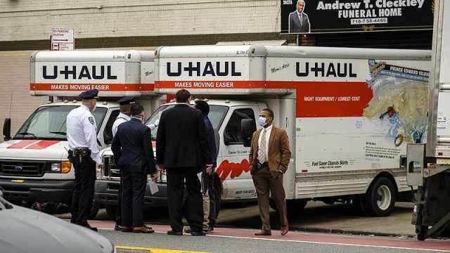 不堪重负,纽约殡仪馆现百具未冷藏尸体,邻居因气味难闻报警