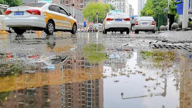 武汉网约车恢复服务第一天:车多客少接单靠抢,勤喷酒精