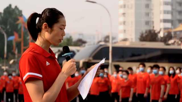 中国女排参加五一升国旗仪式,朱婷:成就国之荣耀