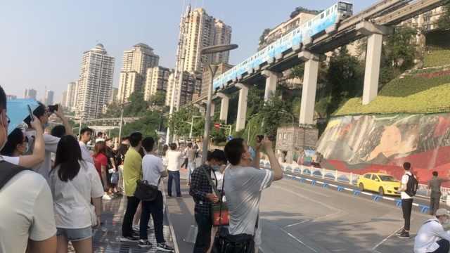 重庆五一游洪崖洞限流3.5万人,商家愁销量,游客体验感更好