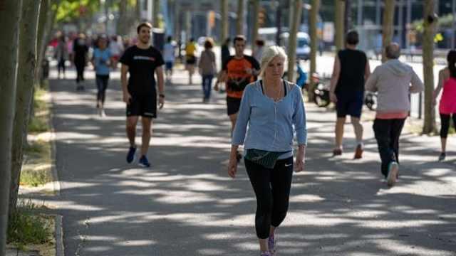 西班牙解禁户外活动第一天:健跑者和骑行者涌上街头