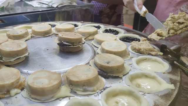 六种口味车轮饼日销上千个,店员阿姨做到手软