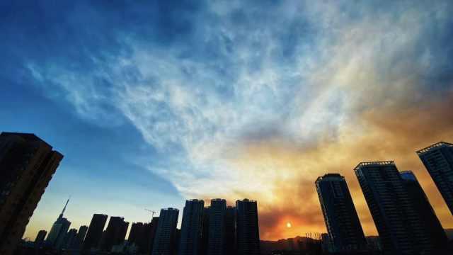 直击云南安宁森林大火,昆明主城可见浓烟,千余人正冒死扑救