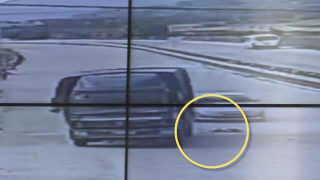 女童抢过马路车流中被撞倒,监控画面看出一身冷汗
