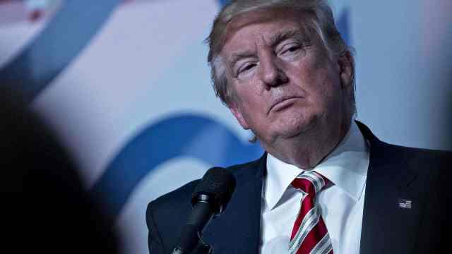 看晕!特朗普的玄学评估:美国新冠疫情将致多少人死亡?