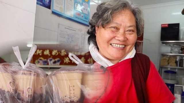 酷阿姨卖奶茶20年被食客表白:太温柔了
