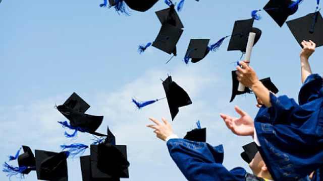 没有期待中的毕业典礼、难找工作…美国2020年毕业生这样说
