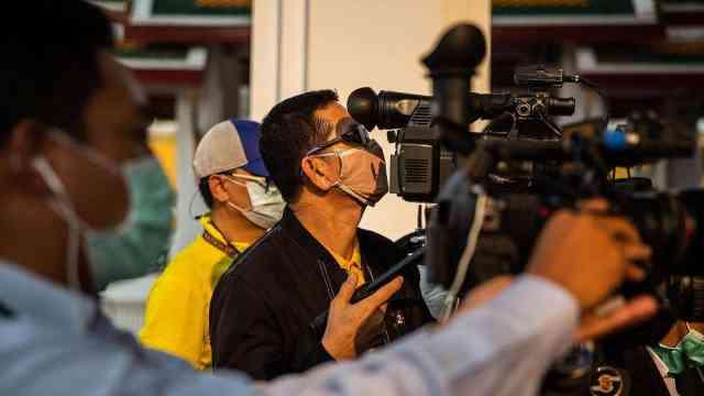 为避免疫情扩散,泰国文化部禁止拍摄吻戏