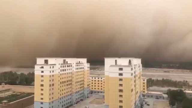 新疆若羌县强沙尘暴伴八级大风,遮天蔽日能见度不足50米