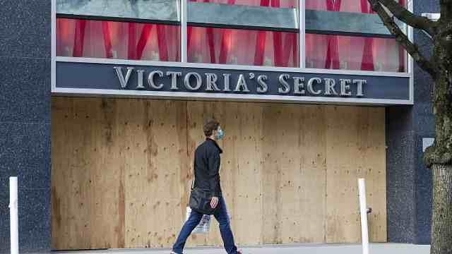 维密将永久关闭250家店,母公司一季度营收骤降37%