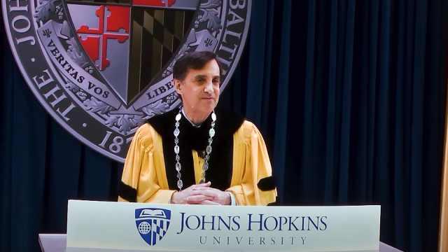 约翰霍普金斯大学校长毕业演讲引述加缪:西西弗斯并非徒劳者