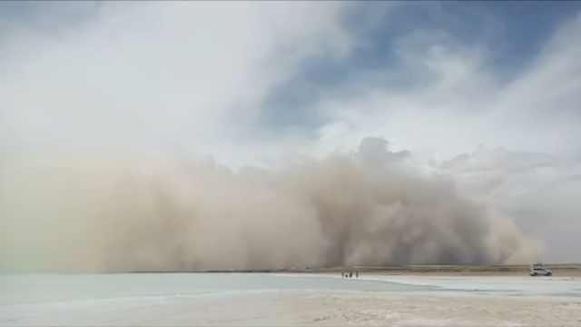 西北沙尘暴瞬间吞噬景区,甘肃游客:习惯了,外地人觉得惊讶