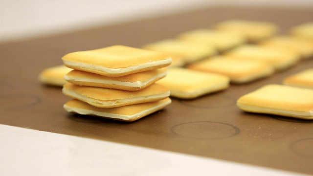白色恋人饼干:如何做到夹馅平整,吃起来却松软