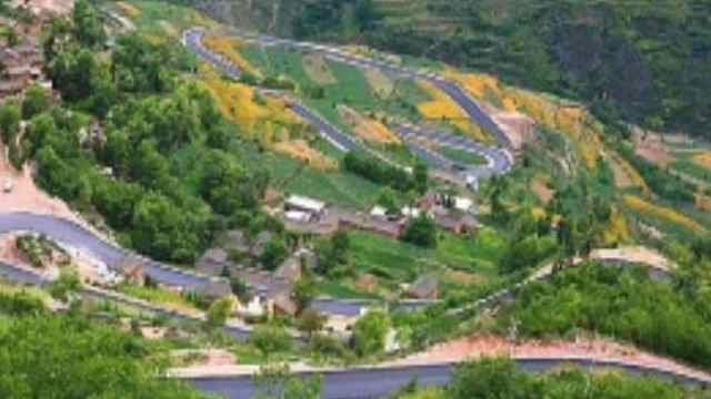 AI数看农村公路占全国公路网83.8%,通村畅乡!