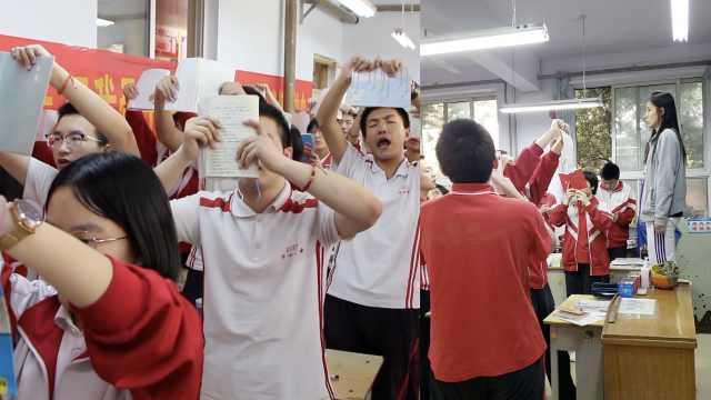 新一天战役开始!衡水高三学子激情举读,老师站凳子全程陪同