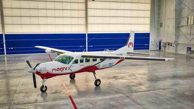 世界最大纯电动飞机首飞:可搭载9名乘客,时速