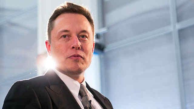 马斯克哽咽:质疑让我们更想成功,SpaceX特斯拉都曾面临破产