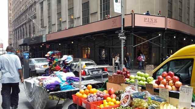 """引入""""城管""""?纽约市长宣布警局不再管理摊贩"""