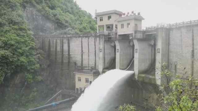 桐梓新桥水库进行小规模泄洪,有效缓解水量急入