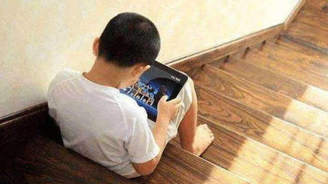 我国未成年网民1.75亿,每天上网时间有多久?