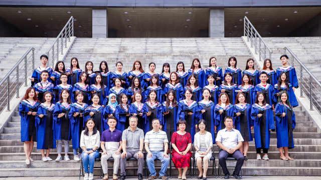北二外研究生提前拍合照,成今年北京高校唯一