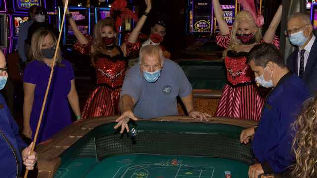 拉斯维加斯一赌场戴口罩奖20美元,非会员可随时