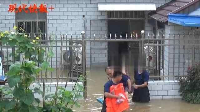 扬州暴雨,被困人员、小狗被顺利转移