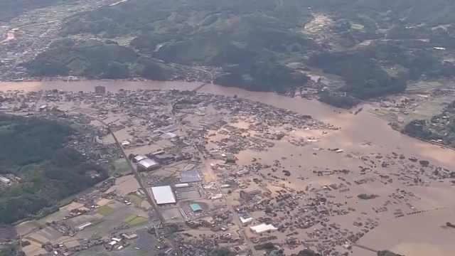 日本九州强降雨引发洪灾泥石流,7万人疏散,养老院被淹没
