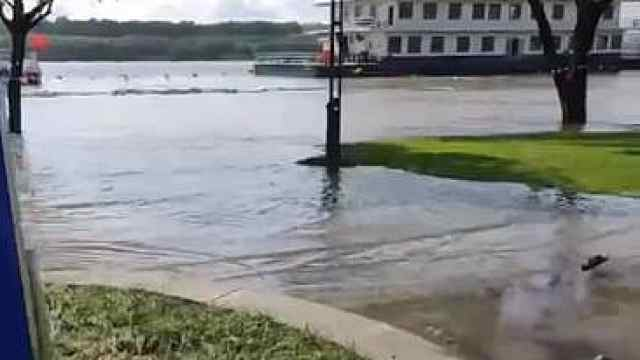 水位上涨,南京多处亲水平台被淹,请勿靠近