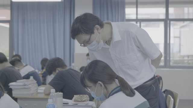 武汉高考纪实:双倍压力!我既是高三老师又是