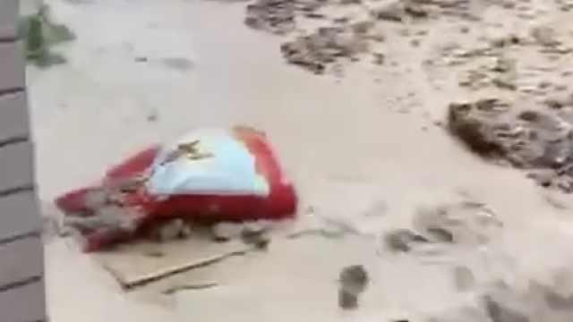 湖北黄梅突发山体滑坡9人被埋,工作人员:雨下