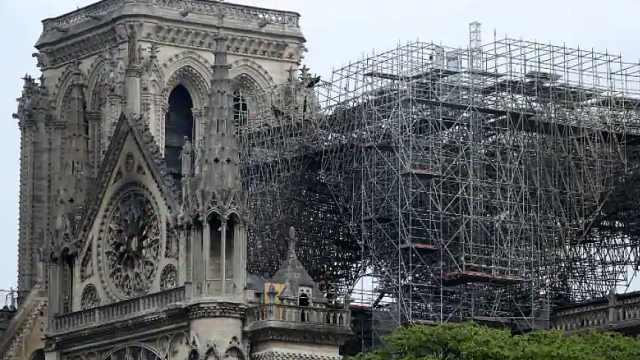 马克龙宣布巴黎圣母院将按原样修复,不采用现代化拱顶设计
