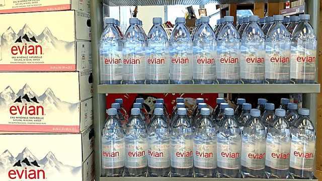 """""""最纯净之水""""也被污染,法国依云矿泉水检测出农药残留"""