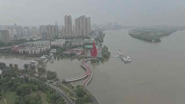 长江南京站水位超历史,水利部门全力以赴防汛抗洪