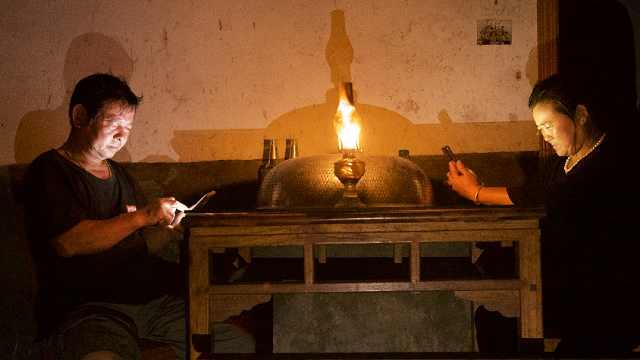 鄱阳湖孤岛人家生存日记:靠煤油灯照明,晚上不敢睡