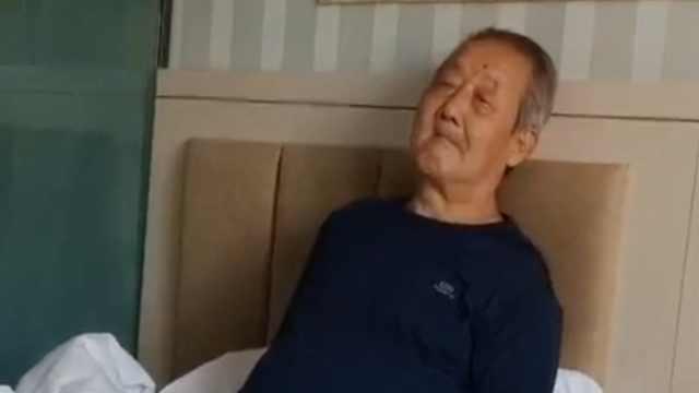 满脸无聊!陕西大爷去新疆旅游被隔离9天,表情逗笑网友