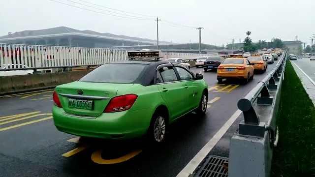 西安的哥收集违章高发地信息,5个月发40条短视频提醒司机