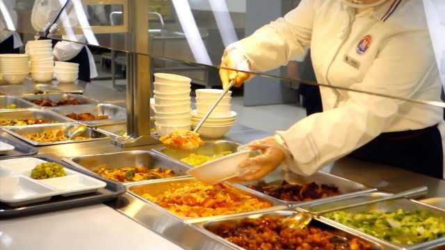 盘点大学食堂美食:1毛钱的饺子、一元的菜,还能点外卖