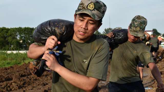 河南退伍大学生千里赴安徽抗洪:时刻记得自己曾经是个兵