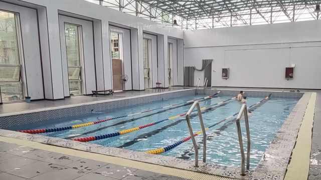 游泳馆宣传600平泳池变300多平,工作人员:买房还有公摊呢
