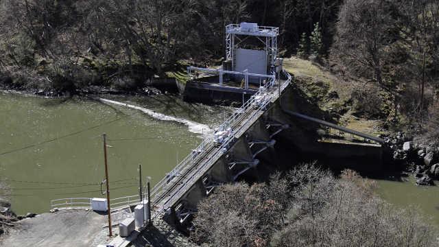 加州州长致信巴菲特拆除四座水电站,以拯救河中三文鱼种群
