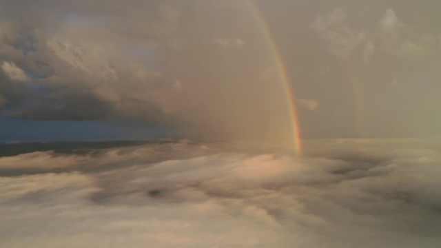 惊喜!摄影师航拍大雾却邂逅双彩虹:身边人都没见过