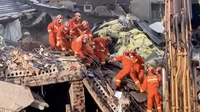 哈尔滨坍塌仓库已致4人死亡,5人仍被困,相关责任人被控制