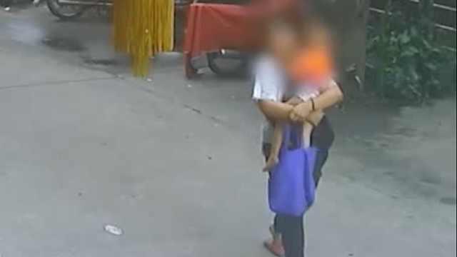 幼童街头被陌生人拐走,警方调监控11小时跨市解救