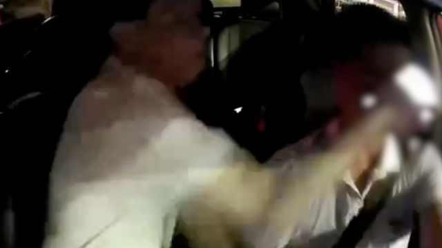 司机提醒乘客系安全带反被打破头,乘客叫嚣:等我打完再报警