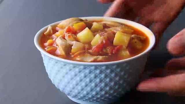 健康减脂鸡肉食谱:鸡肉蔬菜汤