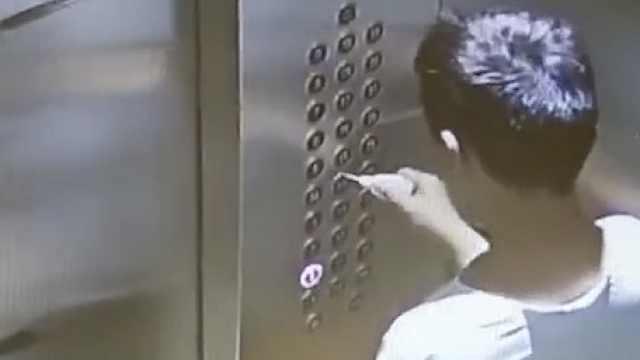 熊孩子用502挨个涂电梯按键,涉事小区:已清理干净