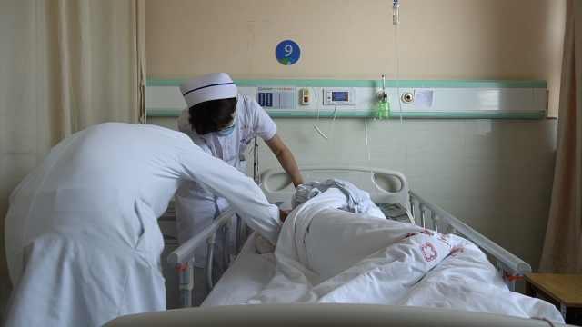 罕见!老人做家务时四肢乏力险瘫痪,发病率仅0.1/10万