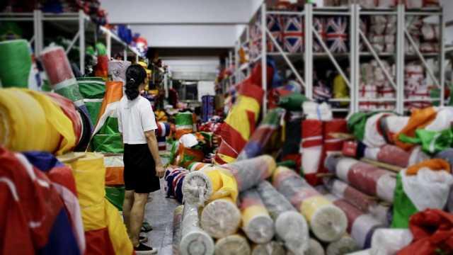 义乌夫妇21年生产上亿旗帜:看销量就能预测世界大事