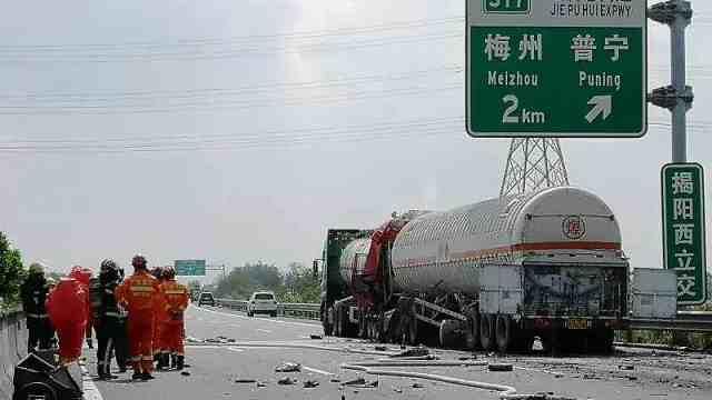 危化品车辆追尾致苯酚泄漏,官方通报周边8村暂停使用地下水